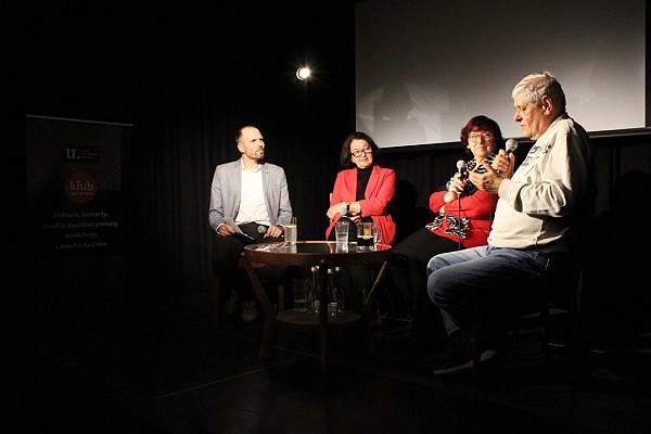 563c97d9c Diskusia Väzenie bez mreží, zľava vedúci Referátu Oral history ÚPN Ján  Mitáč a hostia Mária