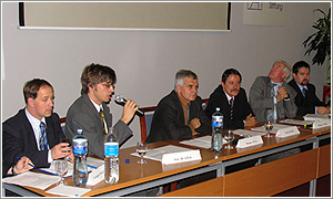 Foto: Sprava:  J. Hlavinka, M. Lehký, J. Langoš, M. Gula (moderátor), P. Blažek a G. Majchrzak.