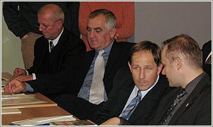 Foto: Zľava: Senátor J. Pavlata, podpredseda Senátu ČR J. Liška, G. Majchrzak a L. Kaminski.