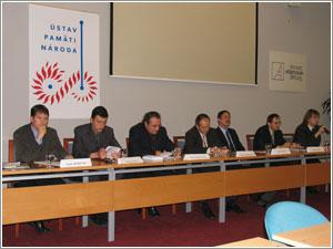 Foto: Zľava: P. Dubovský, J. Kalina,  A. Maskalík, L. Bukovszký (moderátor),  N. Kmeť a P. Košický.