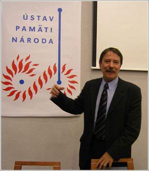 Foto: Ján Langoš, predseda spávnej rady ÚPN počas otvárania semináru