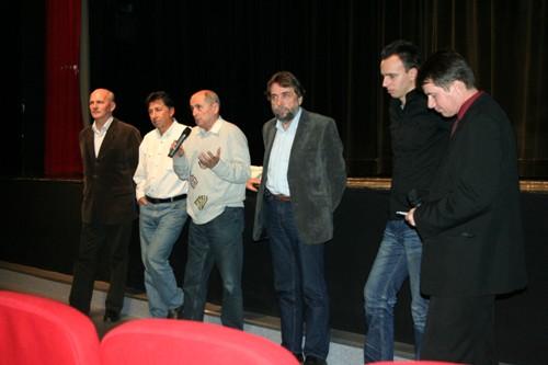 Foto: zľava F. Mikloško, J. Budaj, J. Čarnogurský, L. Snopko, režisér T. Vitek a P. Dubovský