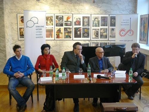 Foto: zľava D. Segeš, M. Majeriková, moderátor T. Klubert, M. Andráš a D. Dąbrowski