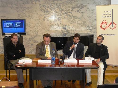 Foto: Zľava: V. Kárpáty, moderátor T. Klubert, A. Hruboň a P.Sokolovič