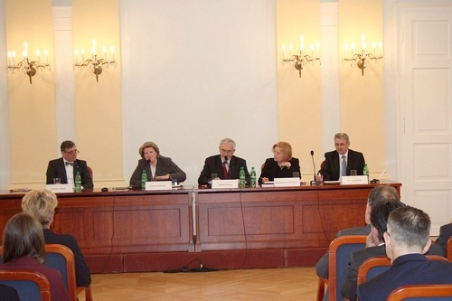 Foto: Veľvyslanec Poľskej republiky na Slovensku T. Chłoń, H. Suchocká, M. Bútora, M. Vášáryová a predseda Správnej rady ÚPN Ondrej Krajňák.