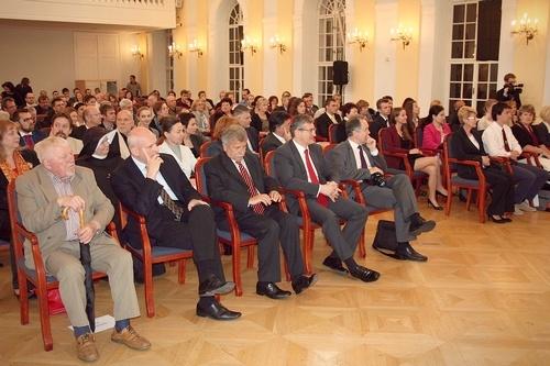 Foto: Zaplnená sála historickej budovy Slovenskej národnej rady.