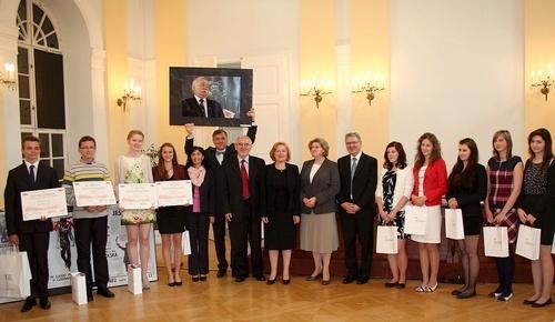 Foto: Študenti zúčastnení súťaže na tému Pád komunizmu v Poľsku zo slovenskej perspektívy.